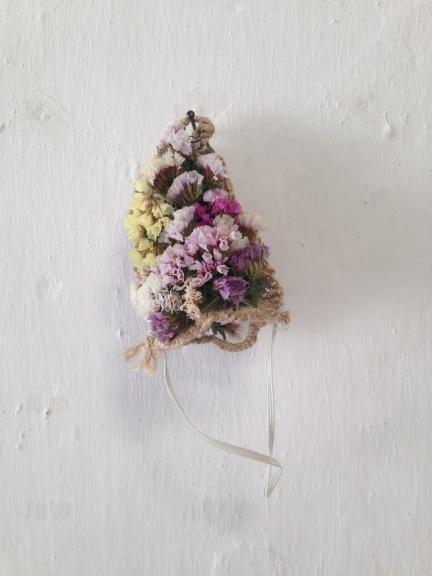 Flowers, wire