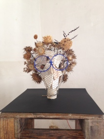 Dried floers, wire, marble, azul powder